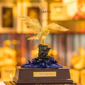 tượng đại bàng dát vàng